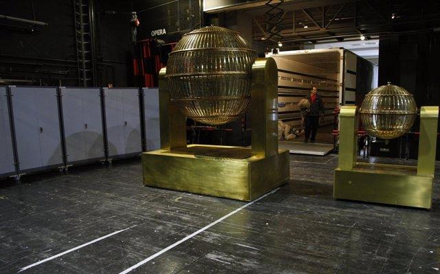 Los Bombos Que Repartirán La Suerte En El Sorteo De Navidad Ya Están En El Teatr