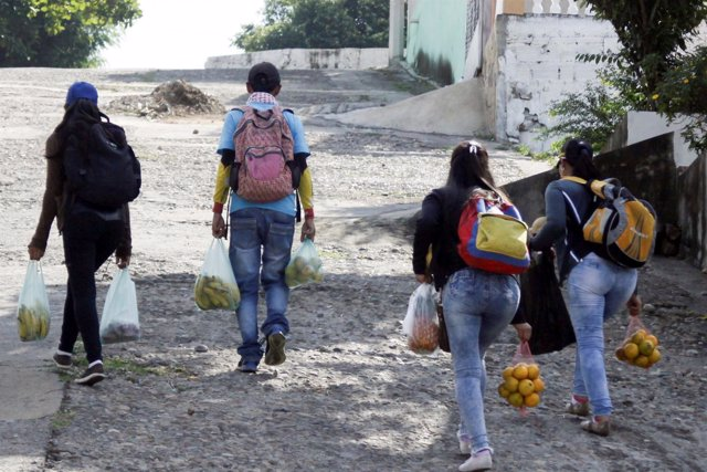 Marlon Carrillo y otros vendedores venezolanos cruzan a Cúcuta