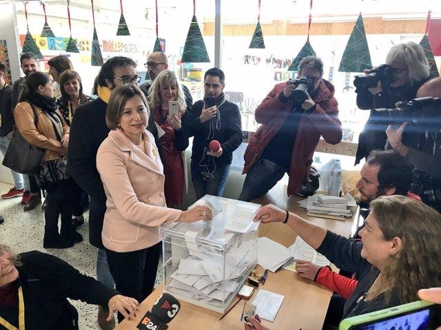 Carme Forcadell votando durante las elecciones catalana del 21-D
