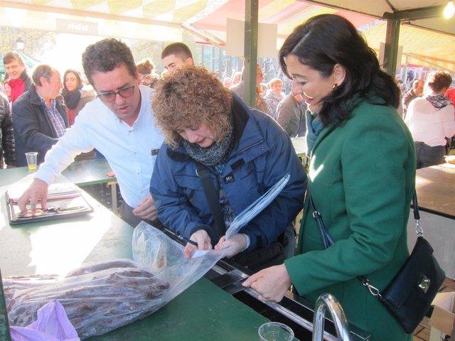 Yolanda Díez Inspecciona Una Txosna
