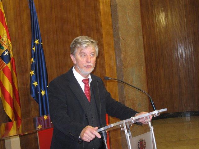 El alcalde Pedro Santisteve, hoy en el Ayuntamiento de Zaragoza