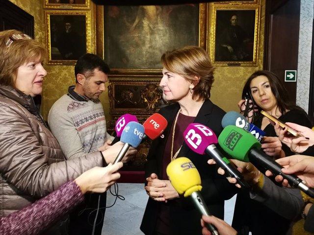 Margalida Durán atiende a los medios