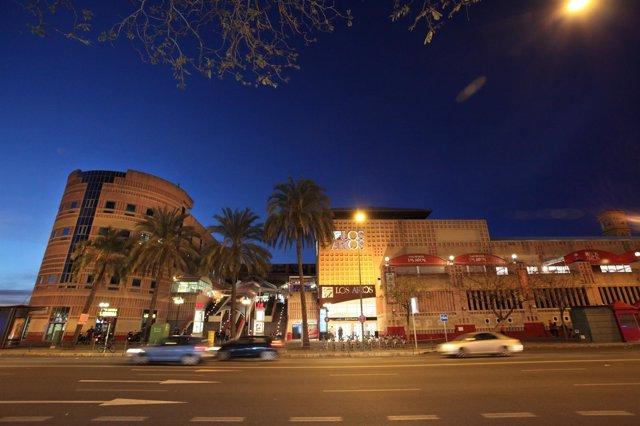 Fachada del Centro Comercial Los Arcos