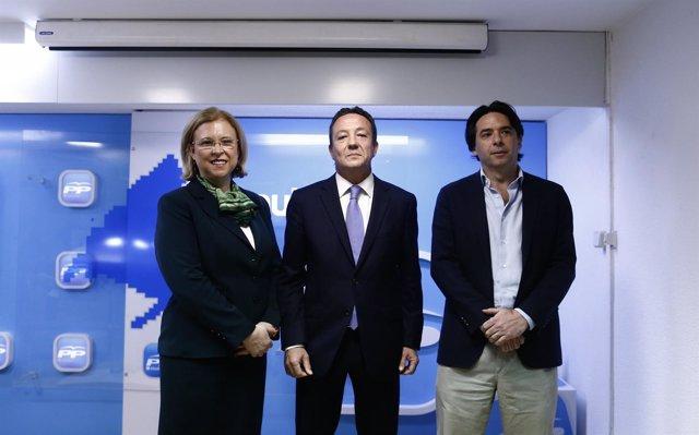 Beatriz Elorriaga,  Íñigo Henríquez de Luna y Percival Manglano
