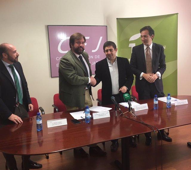 Firma del convenio para desarrollar el proyecto Jaén-Sinergia.