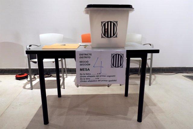 Urnas y papeletas durante el referéndum ilegal de Cataluña