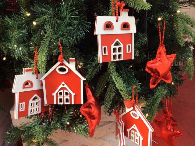 Árbol de Navidad, fiestas navideñas, adornos