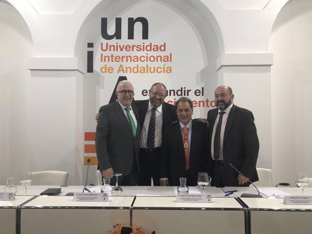 La UNIA premia al que fuera su rector Eugenio Domínguez