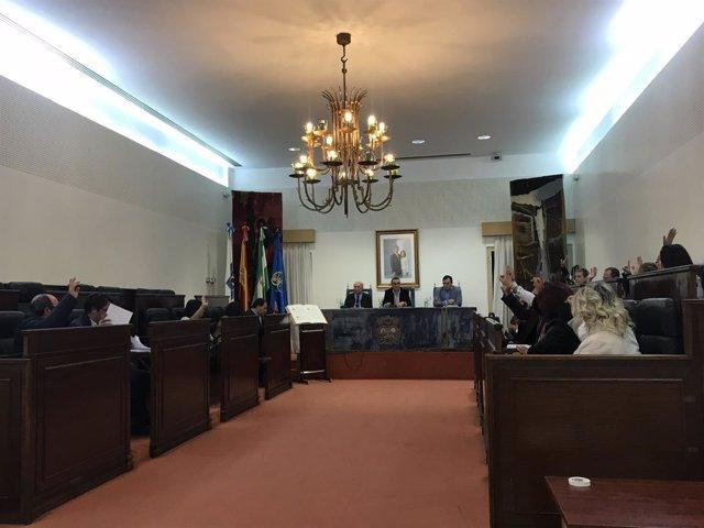 Pleno en la Diputación de Huelva.