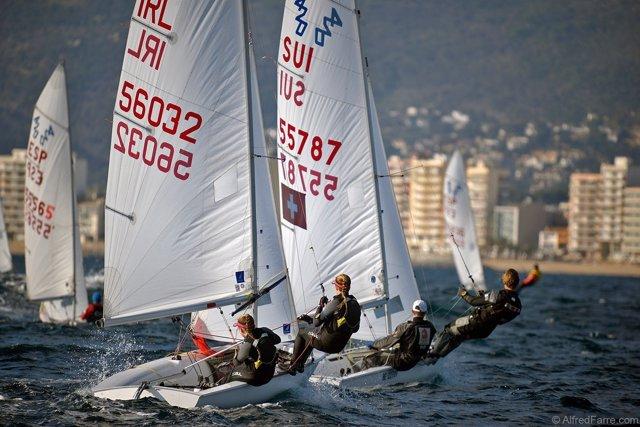 Dos 420 navegando en la Palamós Christmas Race