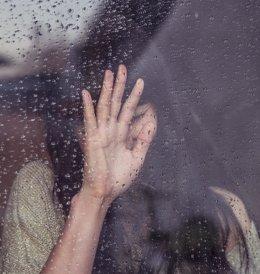 Dolor bajo la lluvia