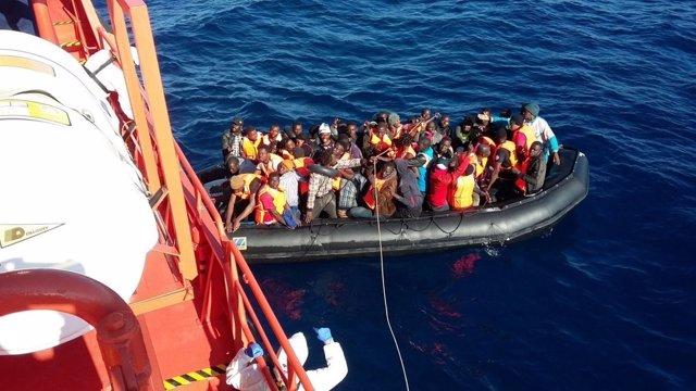 Patera rescatada por Salvamento Marítimo en aguas del mar de Alborán