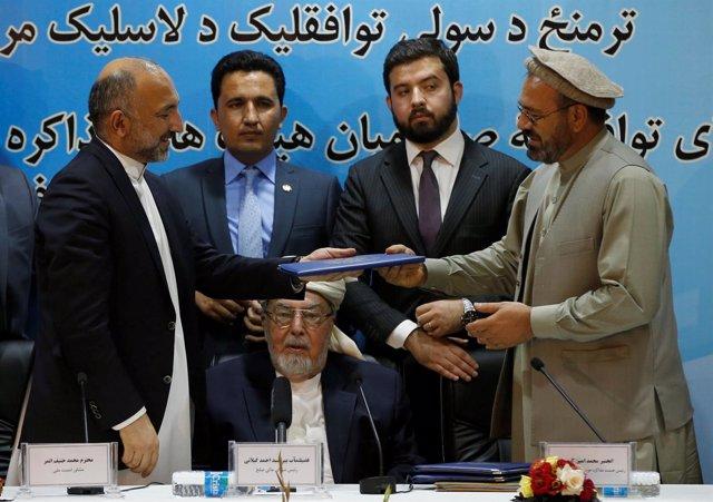 Firma del acuerdo de paz del partido de Hekmatyar con el Gobierno afgano