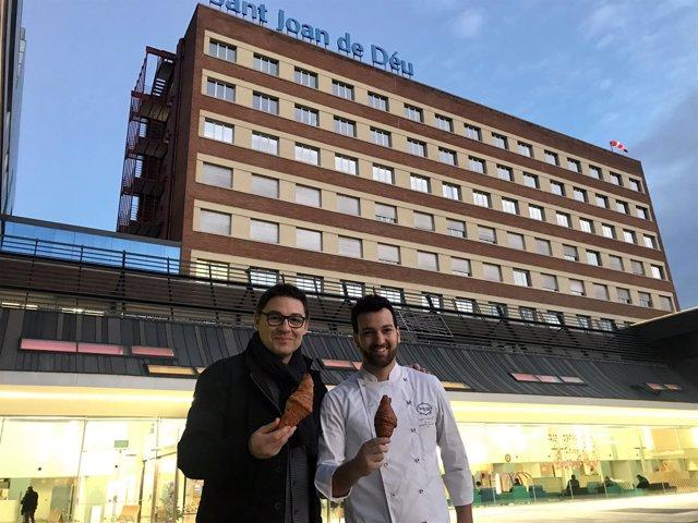 Los pasteleros Oriol Balaguer y Lluís Costa en el Hospital Sant Joan de Déu