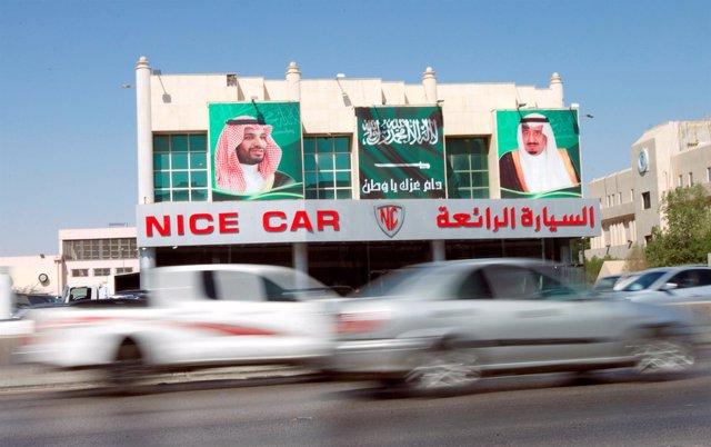 Imágenes del rey Salman de Arabia Saudí y el príncipe heredero
