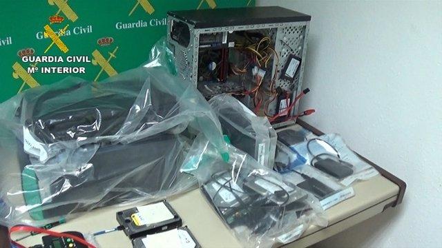 Equipo y material informático incautado en esta operación