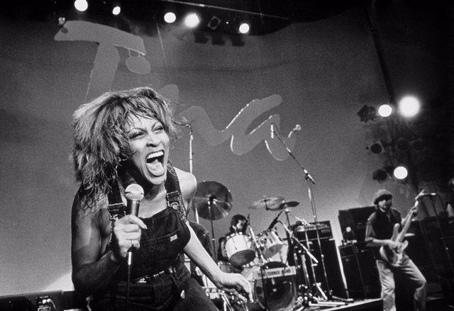"""Tina Turner chante sur le plateau de l'emission televisee americaine """"Soundstage"""