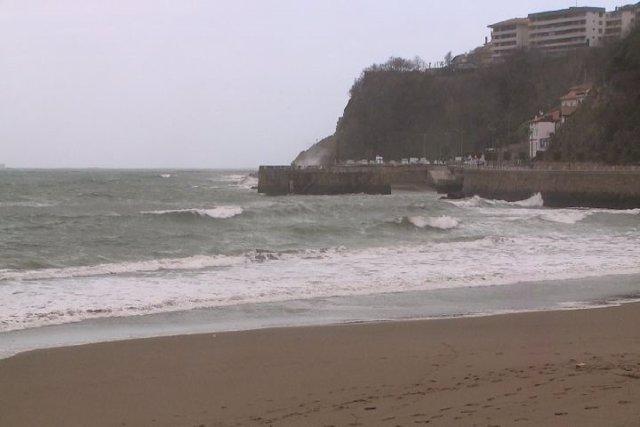 Oleaje en la playa de Ereaga (Getxo)