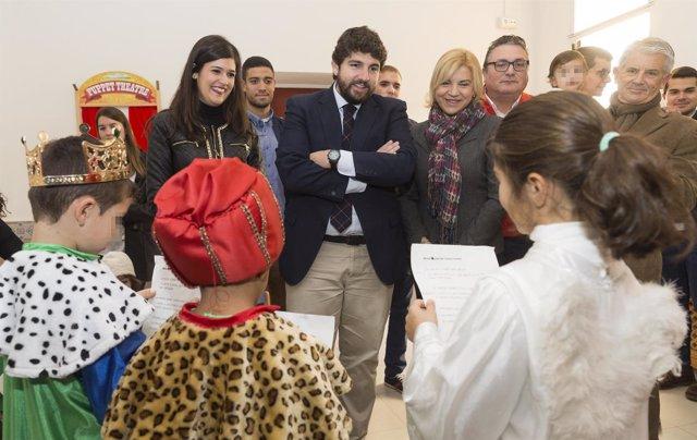 El presidente de la Comunidad, visita a los niños tutelados