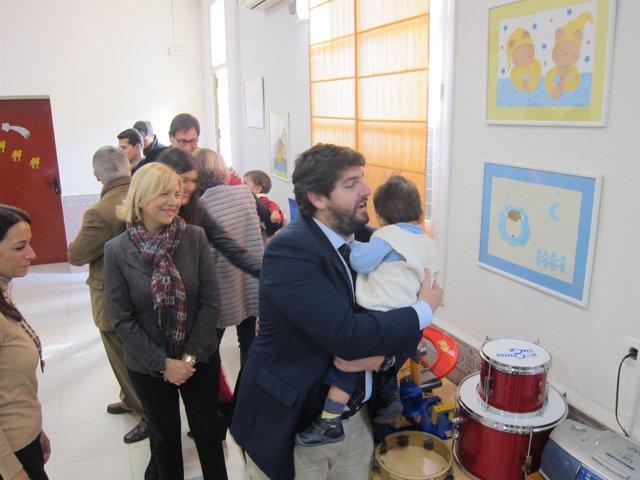 López Miras durante su visita a un centro de menores tutelados