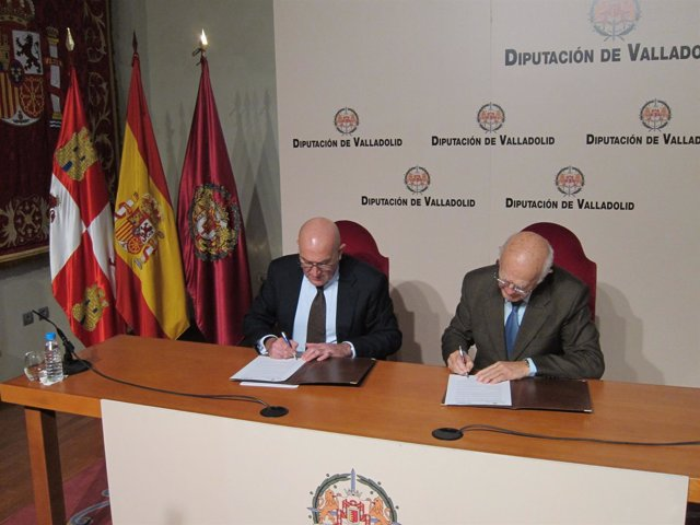 Jesús Julio Carnero y Jesús Mediavilla firman la ampliación del convenio