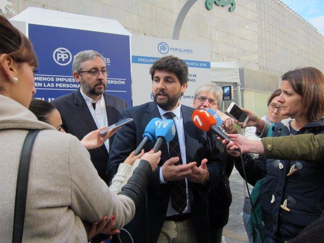 López Mitas atendiendo a los medios