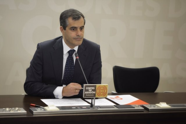 El diputado de Cs, Javier Martínez, hoy en rueda de prensa