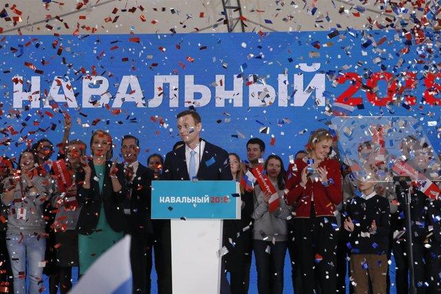 Navalni, en el mitin en el que ha conseguido el apoyo para ser candidato