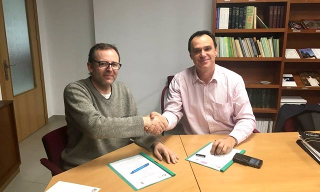 Firma del acuerdo en Madrid.