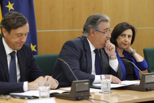 Zoido, Robles y Hernando durante la reunión del pacto antiyihadista