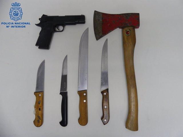 Armas intervenidas a los dos detenidos en Ceuta por robar mercancías