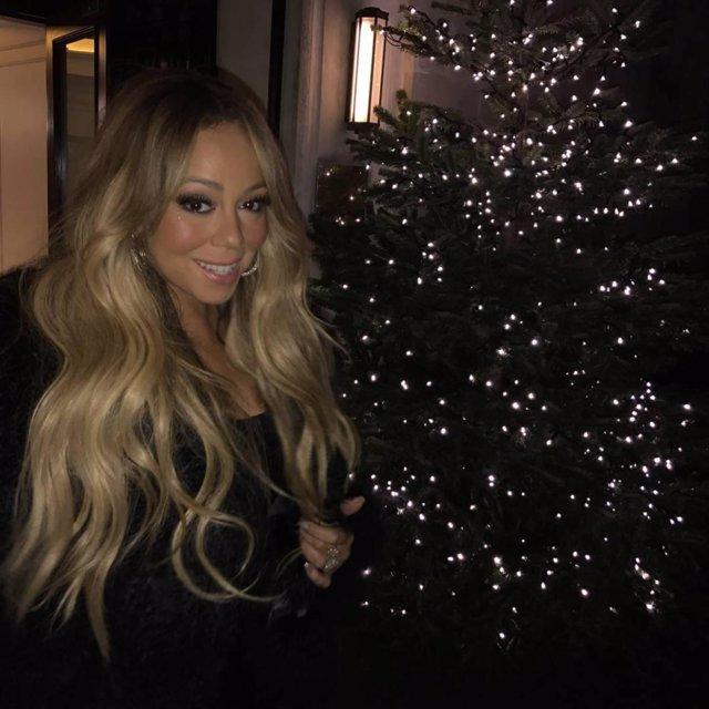 """Mariah Carey (mariahcarey / 13.12.2017): """"#Lambily get into the Christmas spirit"""