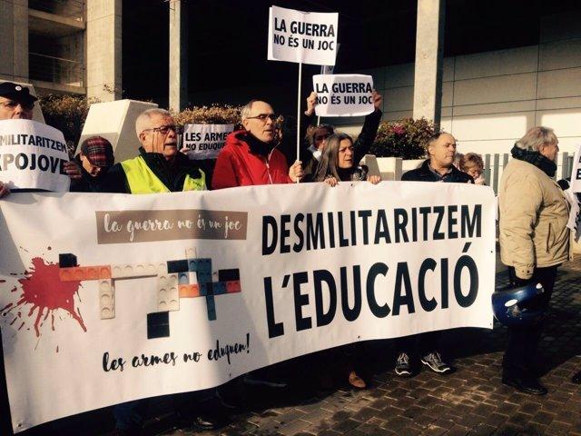Concentración 'Desmilitaricemos Expojove'
