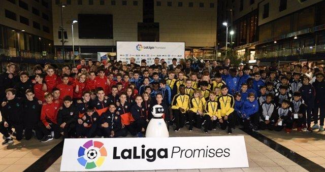 Vicente del Bosque apadrina el inicio de una nueva edición de LaLiga Promises