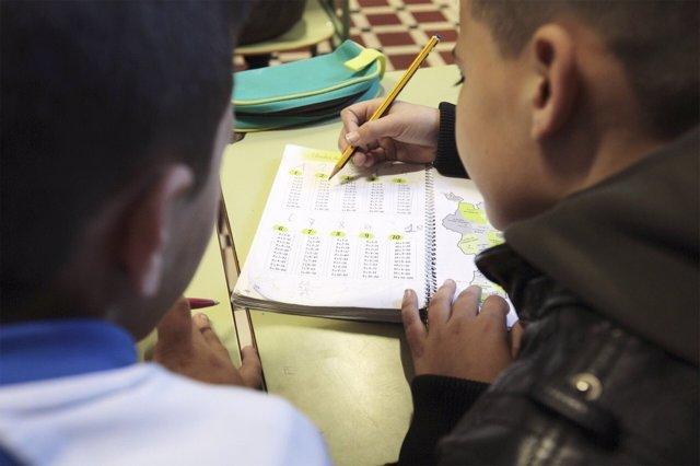 Niños en el colegio diocesano del Cabanyal