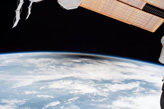 Umbra lunar, vista desde la Estación Espacial