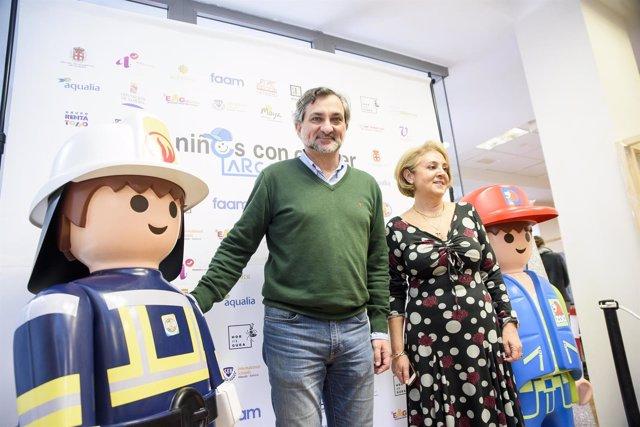 El diputado Ángel Escobar visita el belén de Playmobil de Argar