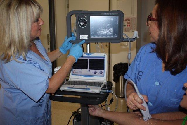 Ecografía enfermeras enfermería venas médicos hospital pacientes salud sanidad