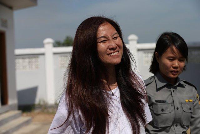 La periodista malaya Mok Choy Lin llega a Naipyidó (Birmania) para su audiencia