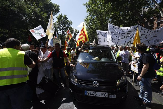 Manifestación de taxistas en Madrid contra Uber y Cabify