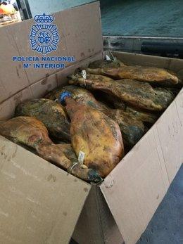 Algunos de los jamones ibéricos recuperados por la Policía