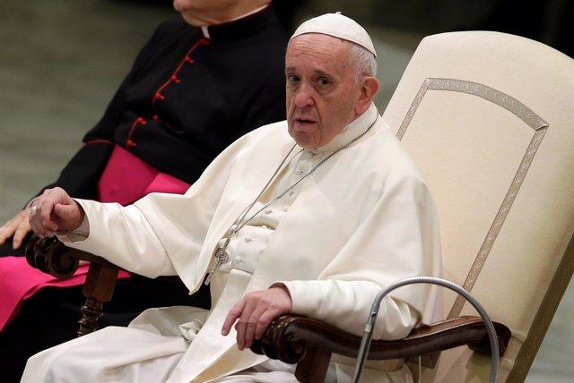 El Papa Francisco dirige la audiencia general en la sala Pablo VI del Vaticano