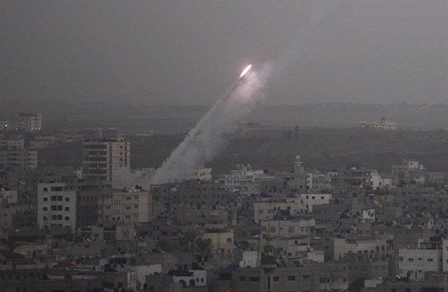 Cohete disparado contra Israel desde el norte de Gaza