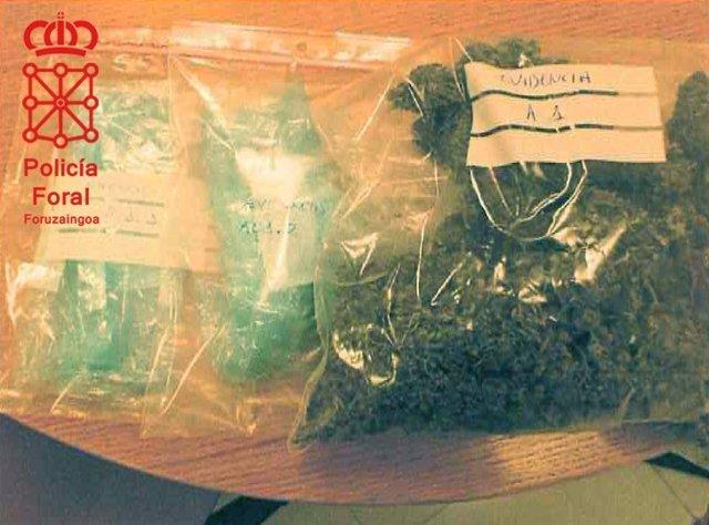 Parte de la marihuana incautada por la Policía Foral a dos detenidos.