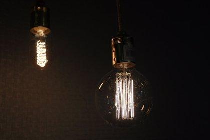 La factura de la luz sube un 10,8% en 2017, más de 88 euros con respecto al año pasado, según Facua