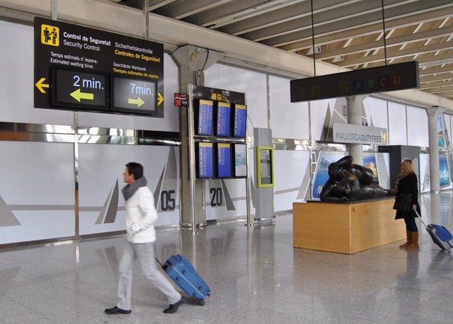 Los nuevos paneles de información del aeropuerto de Palma, Son Sant Joan