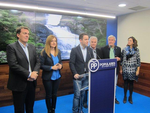 Martínez y los diputados del PP por Murcia, en la rueda de prensa