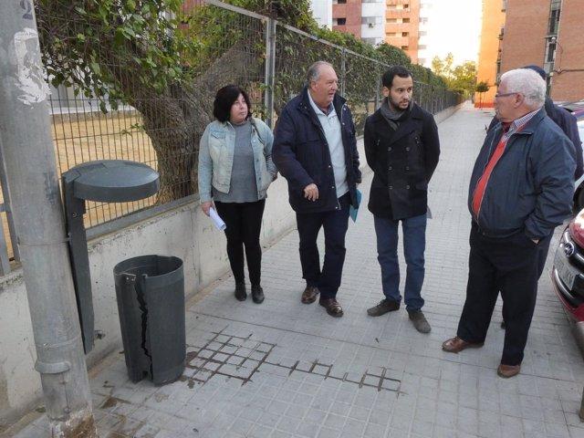 González Rojas visita la barriada García Lorca.