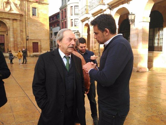 Wenceslao López charla con