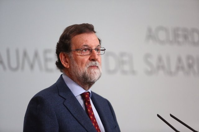 Mariano Rajoy preside la firma del acuerdo social para la subida de